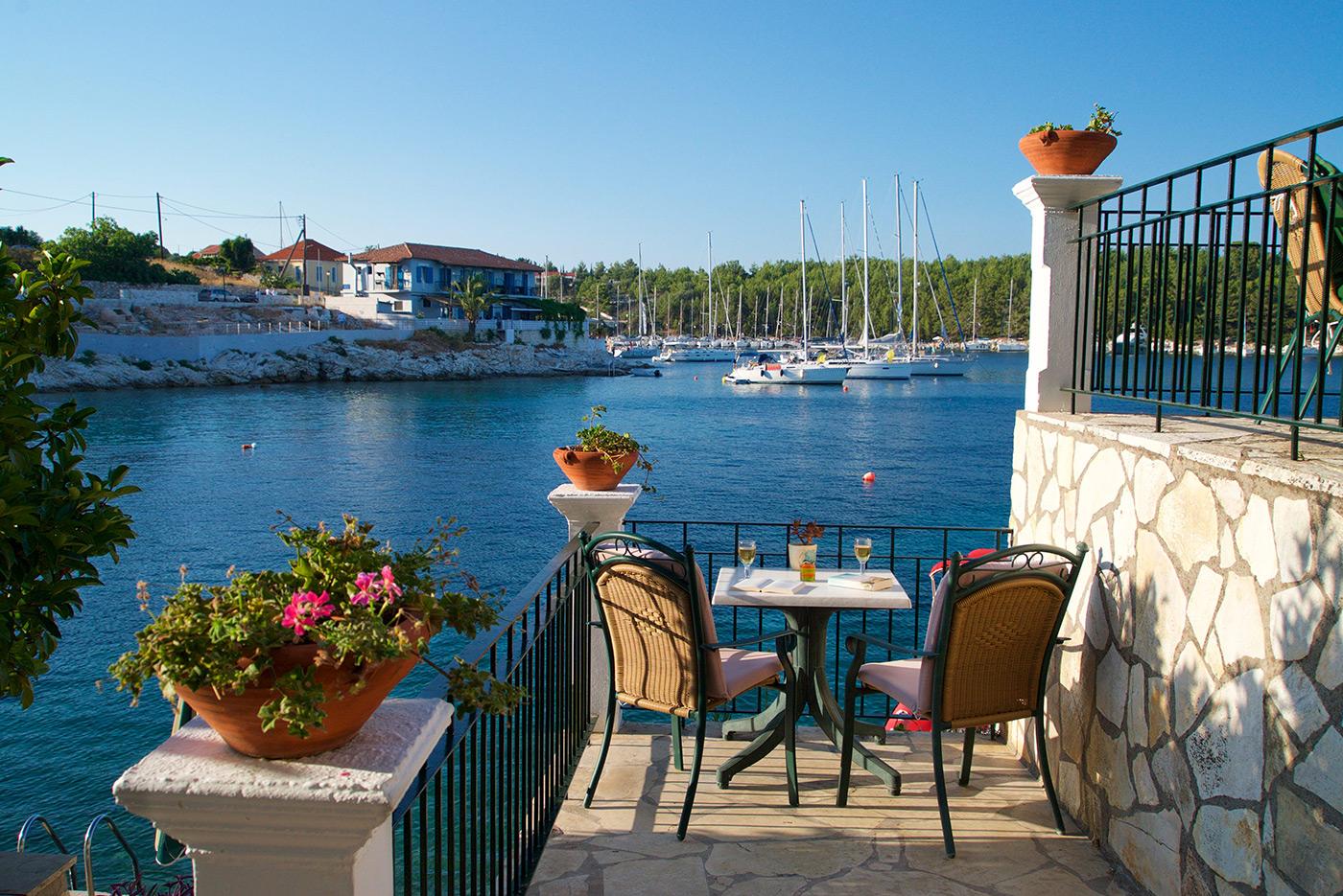 Studios Fiskardo Kefalonia - Odysseas Waterfront Apartments ...